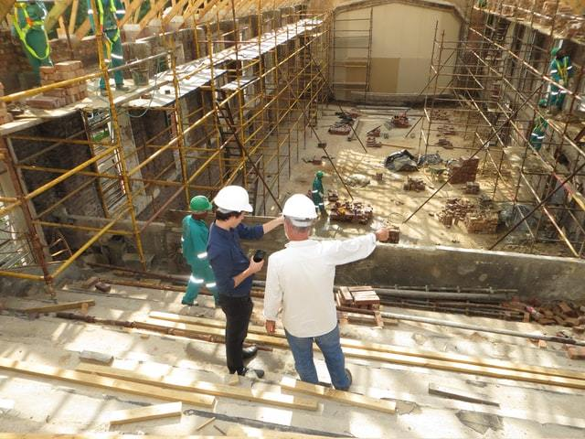 The first meeting on-site happens prior to the beginning of the construction. All parties involved should be present to coordinate work and inspection schedules. After the excavation, the second meeting occurs, so that the builder can present a mock-up of the wall and roof assembly to the traders.